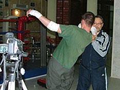 И.В. Зайчиков демонстрирует технику сваливания противника за счет выведения его центра тяжести за границу площади опоры