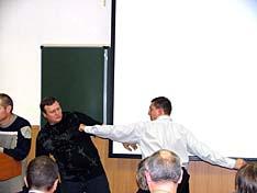 Наконец то дошло до практики. А.С. Тедорадзе демонстрирует технику удара рукой, характерную для Тамбовщины