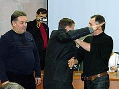 А.А. Мещеряков и В.Н. Костенко дают отдохнуть докладчику