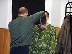 А.И. Скудный демонстрирует технику удара рукой